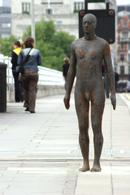 Anthony Gormley naked sculpture