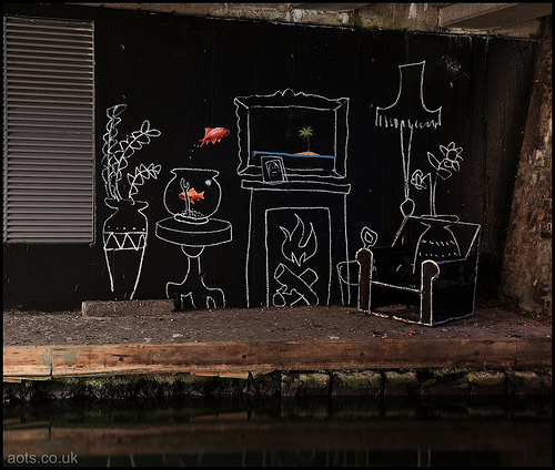 Banksy _ Goldfish Room, Camden