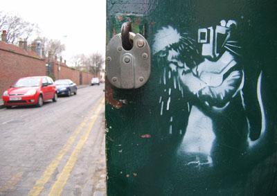 Banksy rat padlock cutter