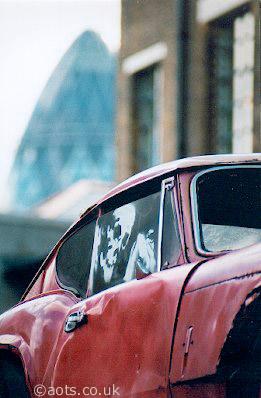 Banksy pink car _ Swiss Re