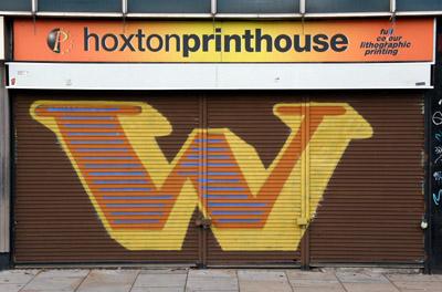 Eine letter W graffiti, Bethnal Green