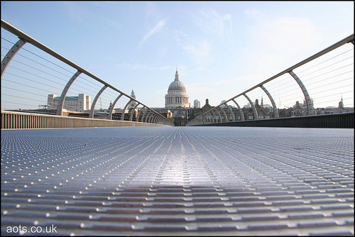 Empty Millennium bridge
