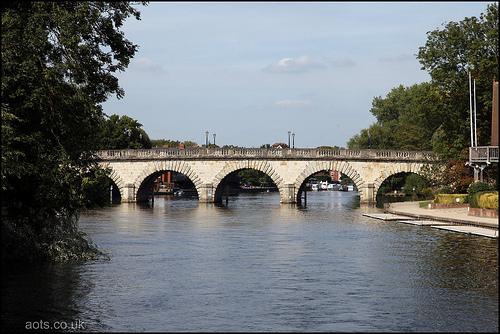 Miadenhead bridge over the river Thames
