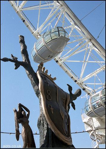 Dali sculpture time