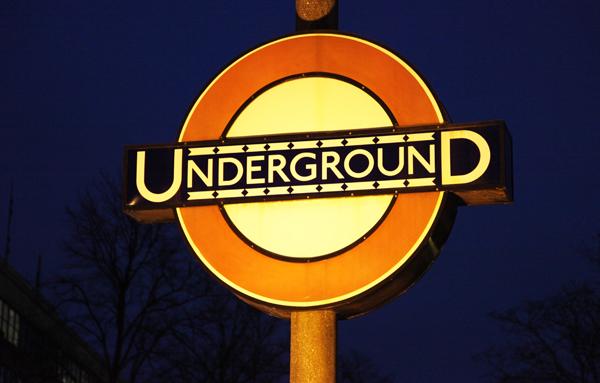 london underground johnston font sign